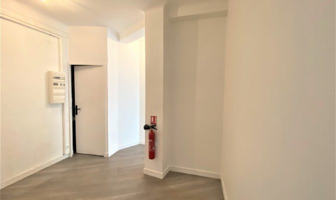 location Local Commercial 72m²